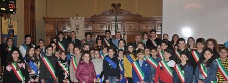 foto di gruppo nella sala Consiliare del Palazzo dei Celestini